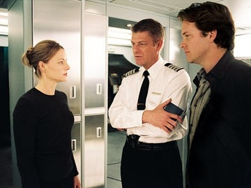 Jodie Foster, Sean Bean e Peter Saarsgard in una scena di Flightplan