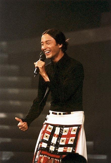 Leslie Cheung durante una data del suo Passion Tour