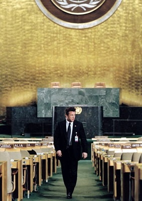 Sean Penn in una scena del film The Interpreter
