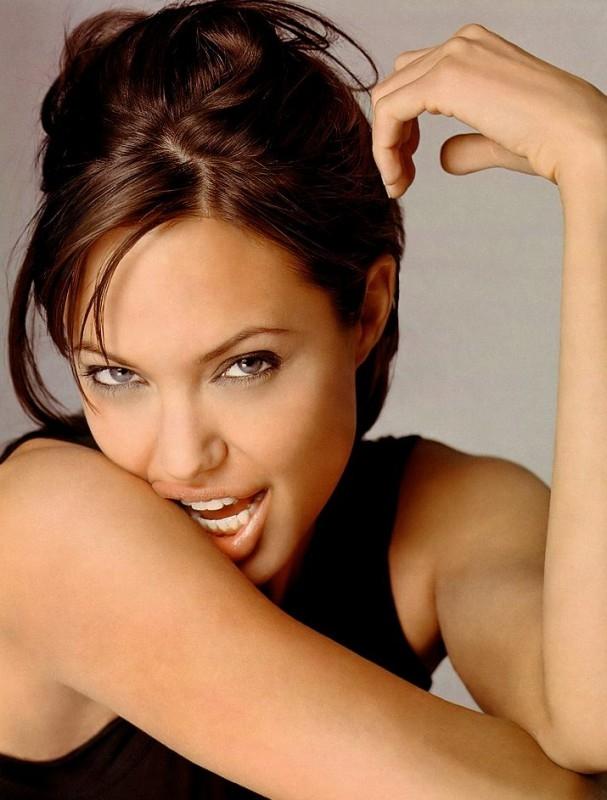 Uno scatto sensuale per Angelina Jolie
