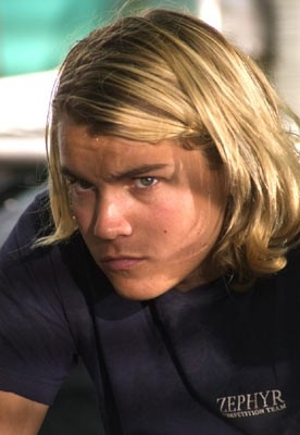 Emile Hirsch in una sequenza di Lords of Dogtown