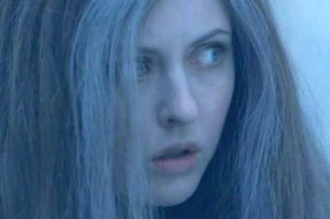 Katharine Isabelle in una scena di Licantropia