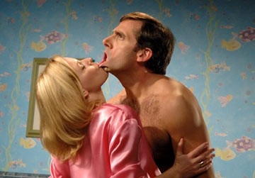 Elizabeth Banks e Steve Carell in The 40 Year-Old Virgin