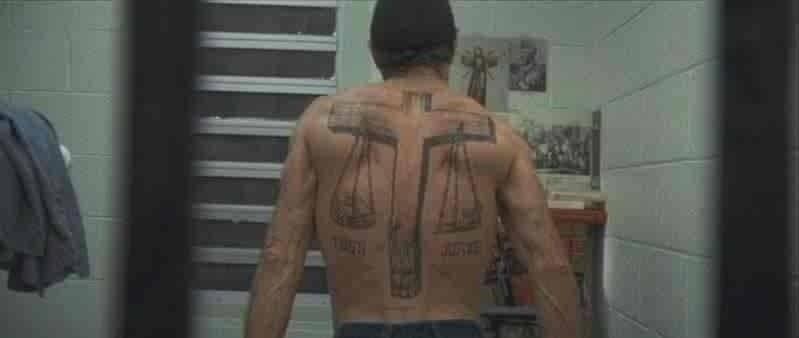 Il corpo tatuato di Robert De Niro (Max Cady) in CAPE FEAR - IL PROMONTORIO DELLA PAURA