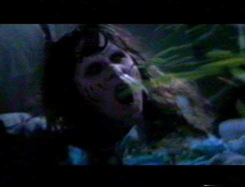 Regan (Linda Blair) e i fiotti di vomito verde in una scena de L'ESORCISTA
