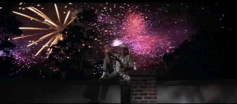 Robert De Niro (Max Cady) illuminato dai fuochi d'artificio in CAPE FEAR - IL PROMONTORIO DELLA PAURA