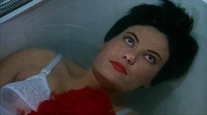 Claude Dantes in una scena di Sei donne per l'assassino diretto da Mario Bava
