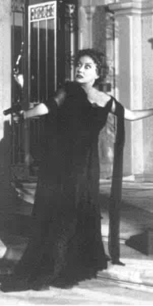 Gloria Swanson in una scena di VIALE DEL TRAMONTO