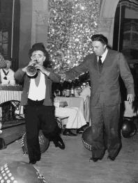 Il clown Polidor e Federico Fellini sul set de LA DOLCE VITA