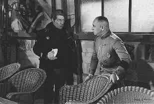 Jean Gabin ed Erich von Stroheim in una scena de LA GRANDE ILLUSIONE