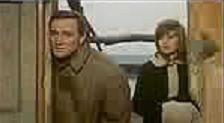 Richard Harris e Monica Vitti in una scena di DESERTO ROSSO