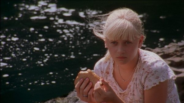 Carly Schroeder in una scena di Mean Creek