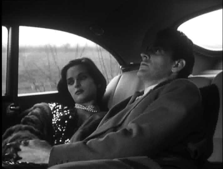 Lucia Bosé e Massimo Girotti in una scena di CRONACA DI UN AMORE (1950)