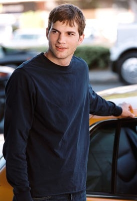 Ashton Kutcher in Sballati d'amore (2005)