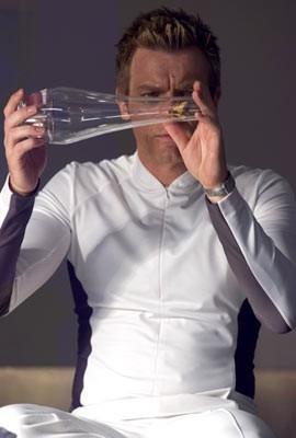 Ewan McGregor in una scena del film sci-fi The Island