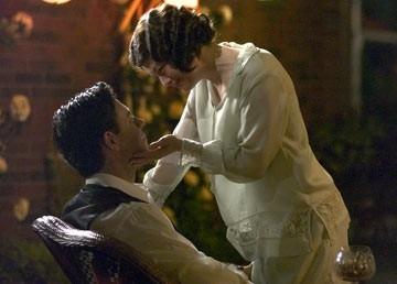 Russell Crowe con Renee Zellweger in una scena di Cinderella Man