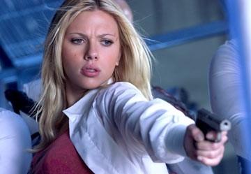 Scarlett Johannsson in una scena d'azione di The Island