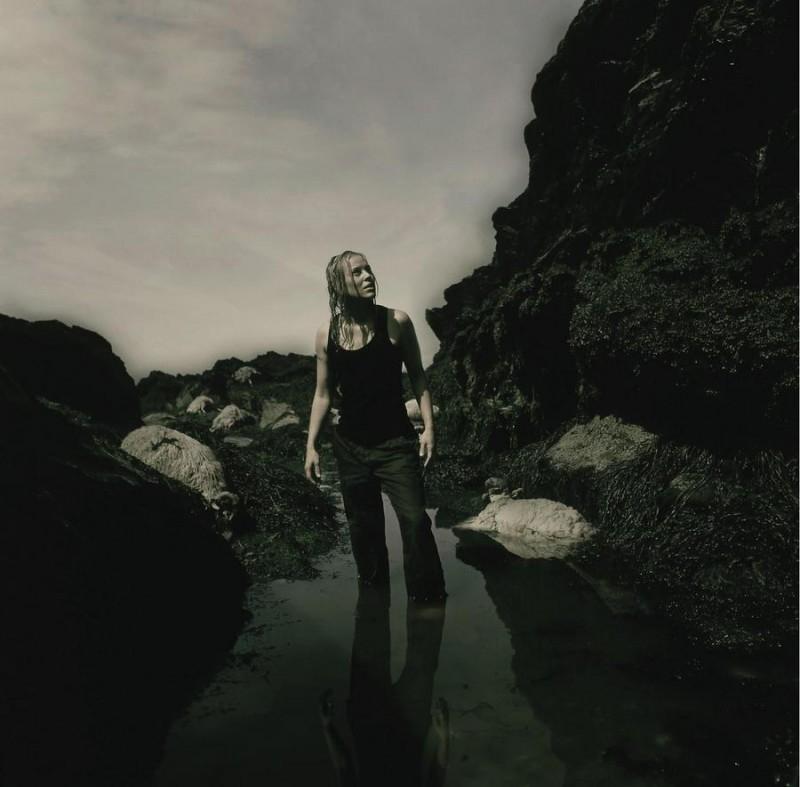 Maria Bello in una scena di The Dark