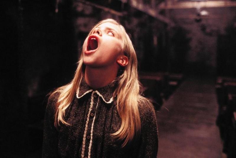 Sophie Stuckey in una scena di The Dark