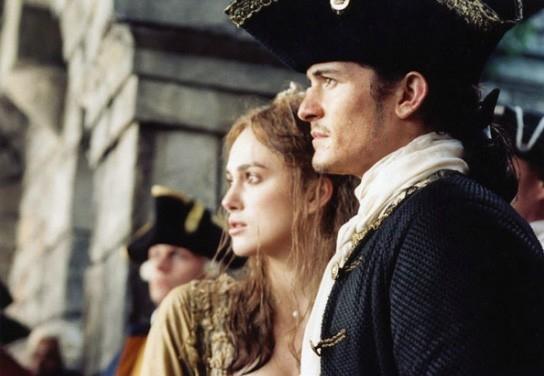 Orlando Bloom e Keira Knightley in una sequenza di Pirates of the Caribbean: Dead Man's Chest