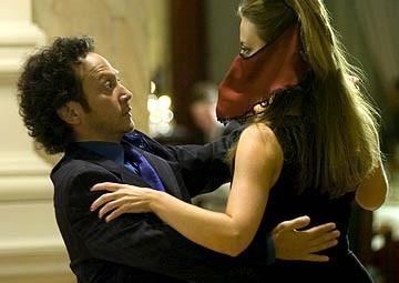 Rob Schneider e Miranda Raison in una scena della commedia Deuce Bigalow: puttano in saldo