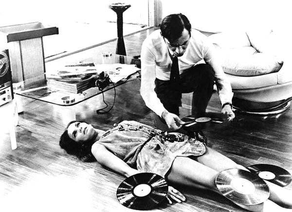 Florinda Bolkan e Gian Maria Volontè in una scena di Indagine su un cittadino al di sopra di ogni sospetto