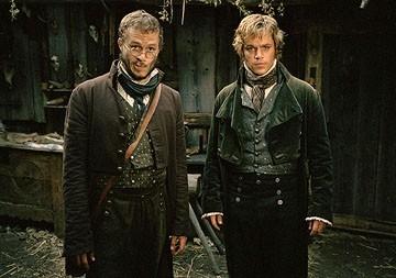 Heath Ledger e Matt Damon in una scena de I fratelli Grimm