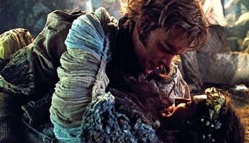 Matt Damon e Lena Headey in una scena de I fratelli Grimm