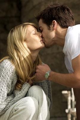 Jake Gyllenhaal e Gwyneth Paltrow in una sequenza di Proof