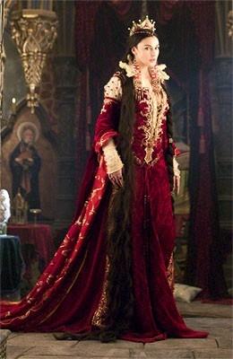 Monica Bellucci è 'L'incantevole strega' in una scena de I fratelli Grimm