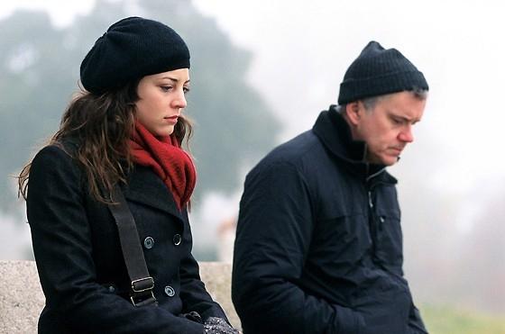 Sarah Polley accanto a Tim Robbins in una scena del film La vita segreta delle parole