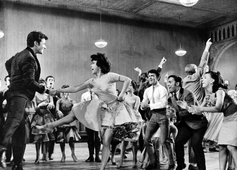 Rita Moreno e George Chakiris in una scena di West Side Story