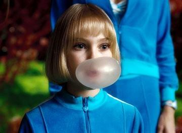 Anna Sophia Robb in una scena de La fabbrica di cioccolato