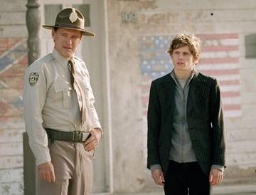 Bill Paxton e Jamie Bell in una scena di Dear Wendy