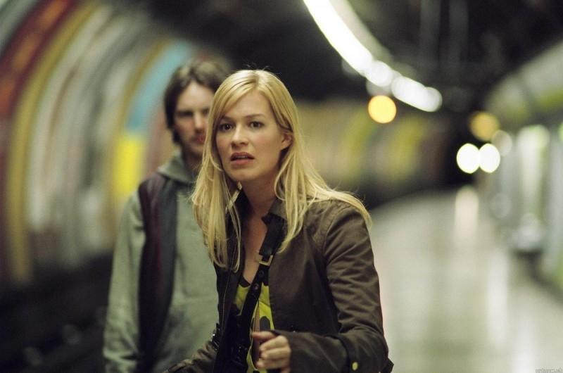Franka Potente in una sequenza di Creep (2004)