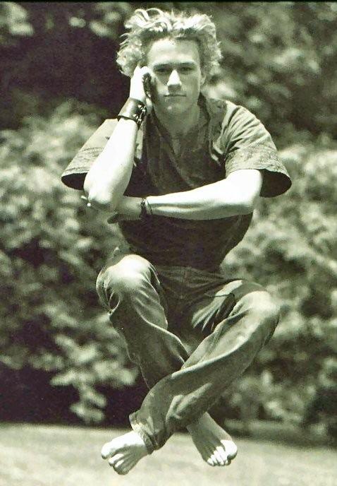 una curiosa immagine di Heath Ledger