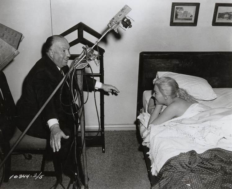 Kim Novak e Alfred Hitchcock sul set de La donna che visse due volte