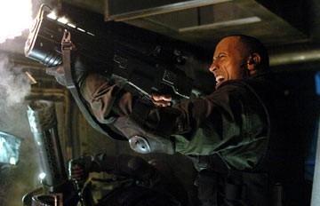 The Rock (Dwayne Johnson) in una scena di Doom