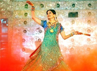 Una splendida foto di Aishwarya Rai, durante una  performance musicale a Bombay