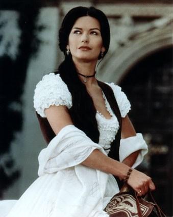 Catherine Zeta-Jones in una sequenza de La maschera di Zorro