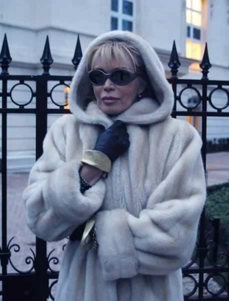 Amanda Lear impellicciata nel film Gigolo