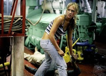 Jessica Alba in una scena drammatica Trappola in fondo al mare