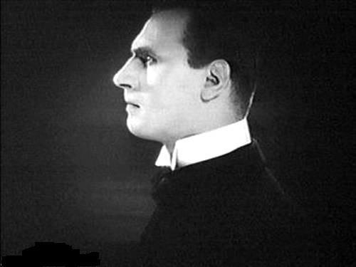 Alfred Abel in una scena di METROPOLIS