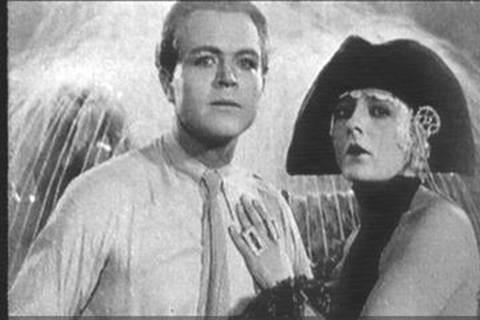 Gustav Fröhlich e Brigitte Helm in una scena di METROPOLIS