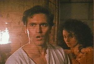 Bruce Campbell e Embeth Davidtz in una scena de L'ARMATA DELLE TENEBRE capitolo conclusivo della trilogia di Evil Dead