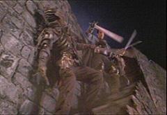 Bruce Campbell in una scena de L'ARMATA DELLE TENEBRE