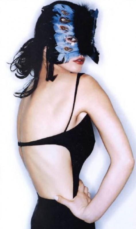 una misteriosa e sensuale Catherine Zeta-Jones