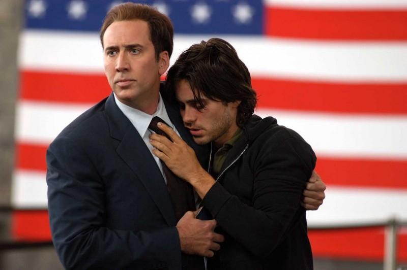 Nicolas Cage e Jared Leto in una scena del film Lord of War
