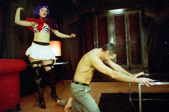 Maria Valverde durante un incontro al buio nel film Melissa P.