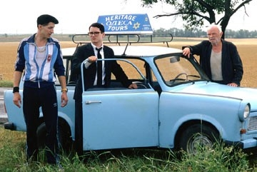 Boris Leskin, Eugene Hutz e Elijah Wood in Ogni cosa è illuminata